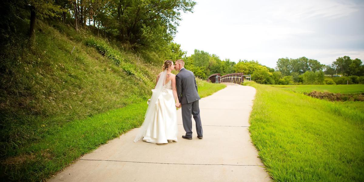 Courtyard by Marriott Beardmore Event Center of Bellevue wedding Nebraska